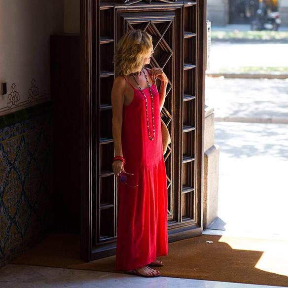 15-colgadas-de-una-percha-vestido-coral-dress-bolso-rafia-collar-necklace-maica-jau-7