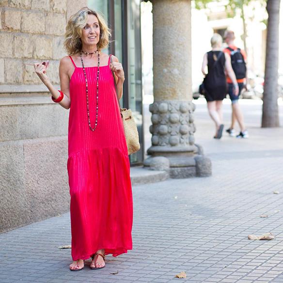 15-colgadas-de-una-percha-vestido-coral-dress-bolso-rafia-collar-necklace-maica-jau-8
