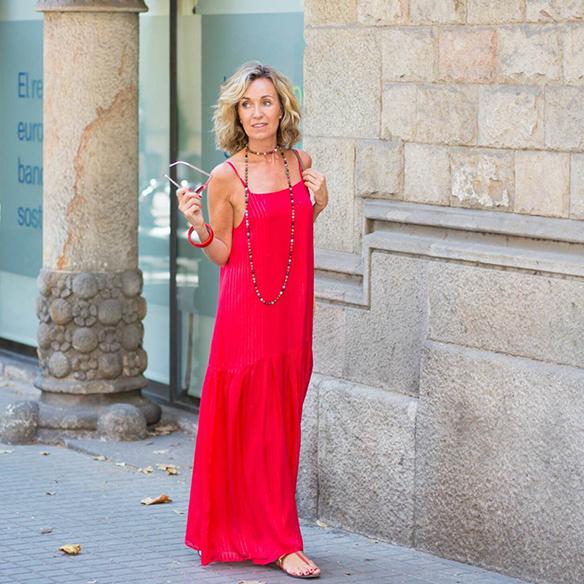 15-colgadas-de-una-percha-vestido-coral-dress-bolso-rafia-collar-necklace-maica-jau-9