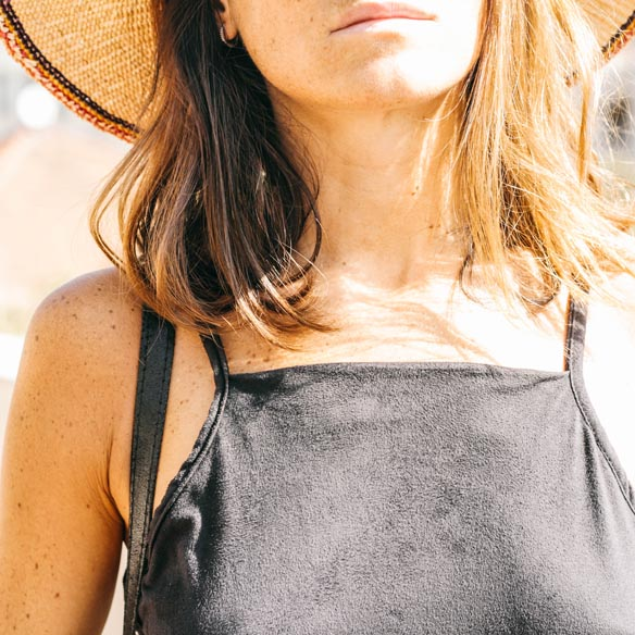 15-colgadas-de-una-percha-vestido-dress-mapache-by-dark-green-sombrero-hat-mochila-backpack-bebofi-4