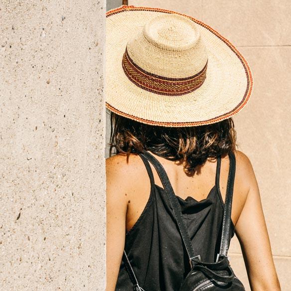 15-colgadas-de-una-percha-vestido-dress-mapache-by-dark-green-sombrero-hat-mochila-backpack-bebofi-7