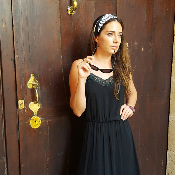 15-colgadas-de-una-percha-alicia-alvarez-vestido-lencero-lingerie-dress-lenceria-pañuelo-en-la-cabeza-head-scarf-6