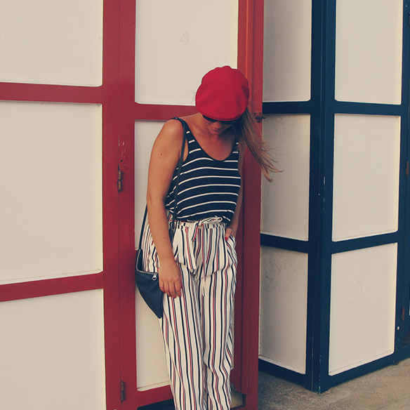15-colgadas-de-una-percha-carla-kissler-rayas-marineras-sailor-stripes-rojo-red-blue-azul-boina-beret-culottes-ethnic-etnico-3