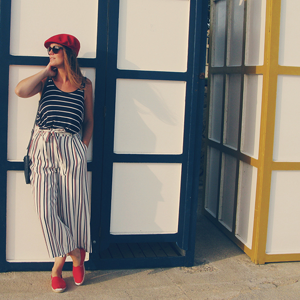 15-colgadas-de-una-percha-carla-kissler-rayas-marineras-sailor-stripes-rojo-red-blue-azul-boina-beret-culottes-ethnic-etnico-4