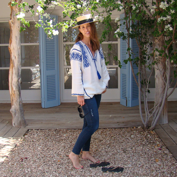 15-colgadas-de-una-percha-marta-r-embroided-cotton-dress-vestido-bordado-jeans-tejanos-flip-flops-canotier-1