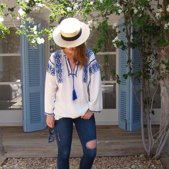 15-colgadas-de-una-percha-marta-r-embroided-cotton-dress-vestido-bordado-jeans-tejanos-flip-flops-canotier-3