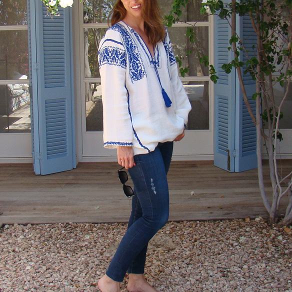 15-colgadas-de-una-percha-marta-r-embroided-cotton-dress-vestido-bordado-jeans-tejanos-flip-flops-canotier-4