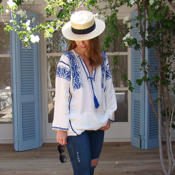 15-colgadas-de-una-percha-marta-r-embroided-cotton-dress-vestido-bordado-jeans-tejanos-flip-flops-canotier-6