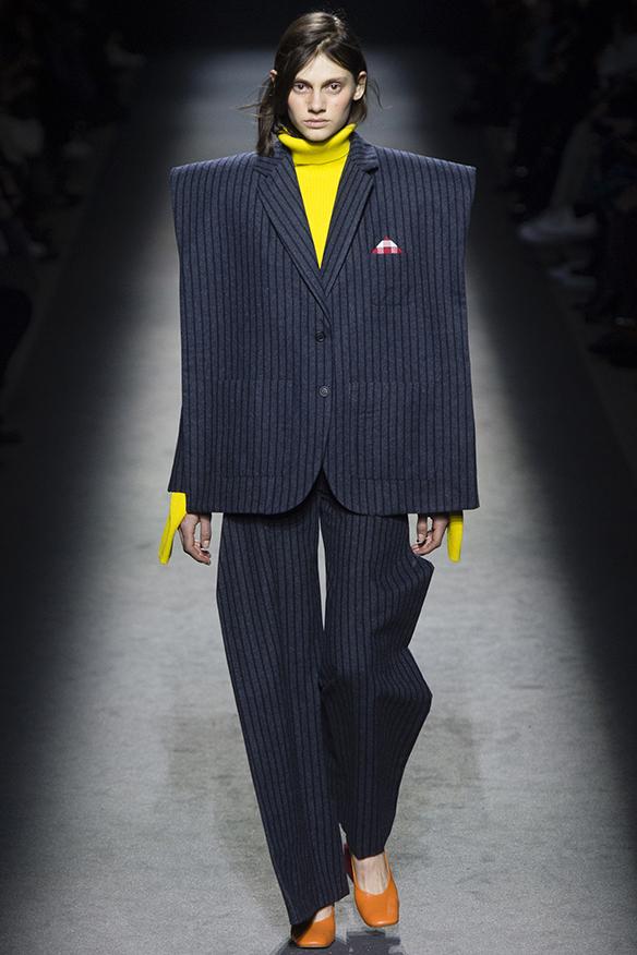 15-colgadas-de-una-percha-jacquemus-fw-16-17-oi-2016-paris-fashion-week-pfw-1