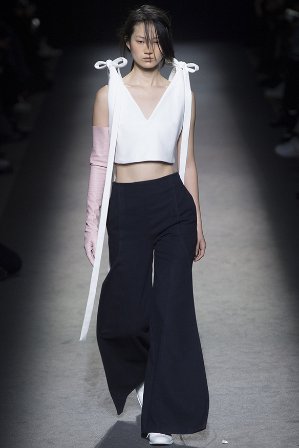 15-colgadas-de-una-percha-jacquemus-fw-16-17-oi-2016-paris-fashion-week-pfw-12