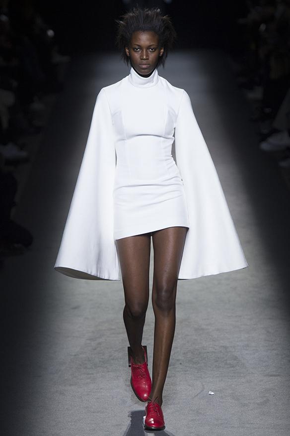 15-colgadas-de-una-percha-jacquemus-fw-16-17-oi-2016-paris-fashion-week-pfw-13