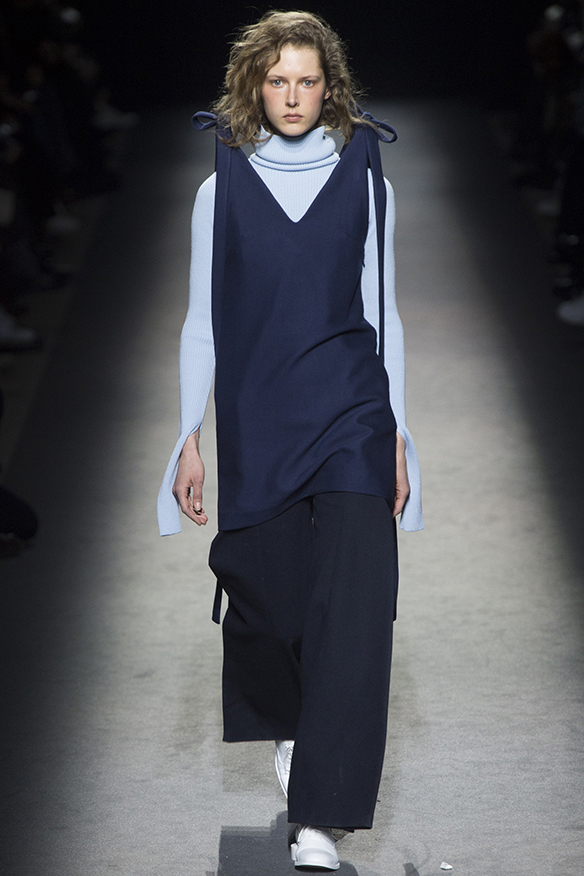 15-colgadas-de-una-percha-jacquemus-fw-16-17-oi-2016-paris-fashion-week-pfw-3