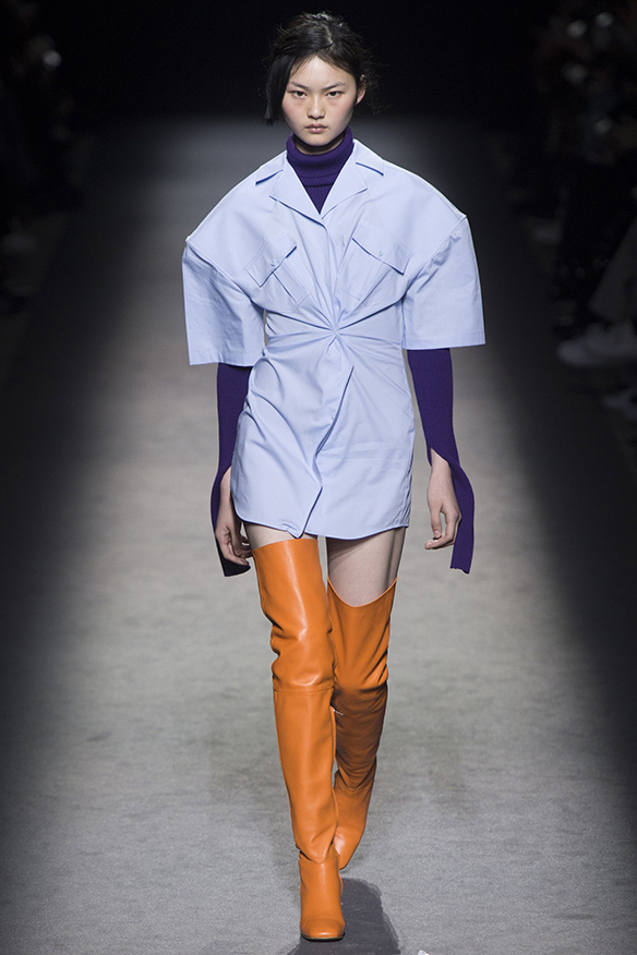 15-colgadas-de-una-percha-jacquemus-fw-16-17-oi-2016-paris-fashion-week-pfw-4