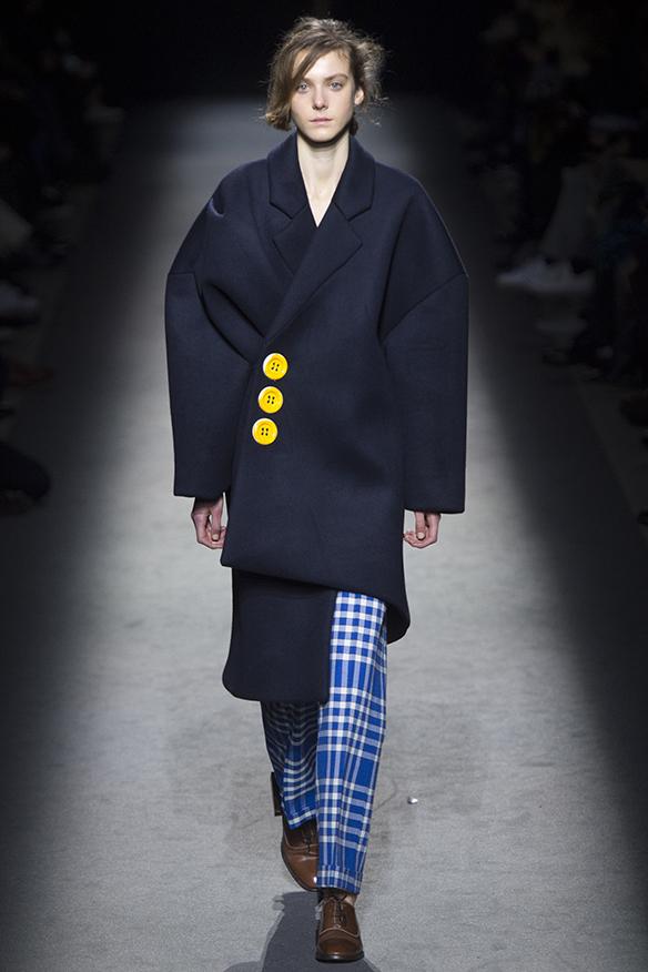 15-colgadas-de-una-percha-jacquemus-fw-16-17-oi-2016-paris-fashion-week-pfw-5