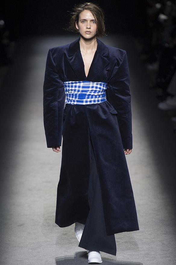 15-colgadas-de-una-percha-jacquemus-fw-16-17-oi-2016-paris-fashion-week-pfw-7