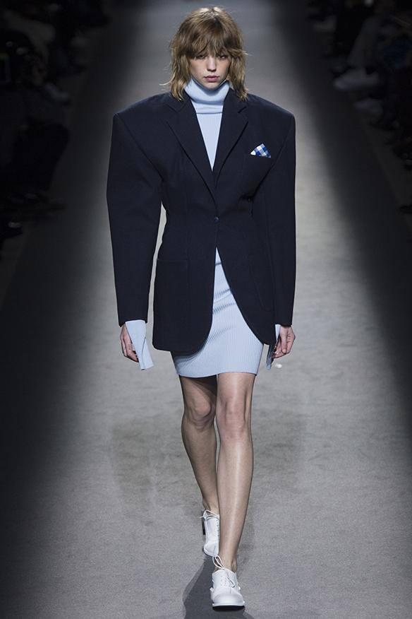 15-colgadas-de-una-percha-jacquemus-fw-16-17-oi-2016-paris-fashion-week-pfw-8
