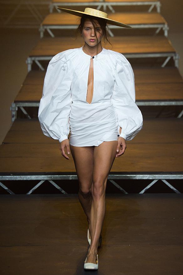 15-colgadas-de-una-percha-jacquemus-ss-17-pv-2017-paris-fashion-week-pfw-12