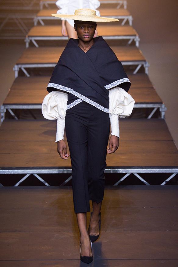 15-colgadas-de-una-percha-jacquemus-ss-17-pv-2017-paris-fashion-week-pfw-2