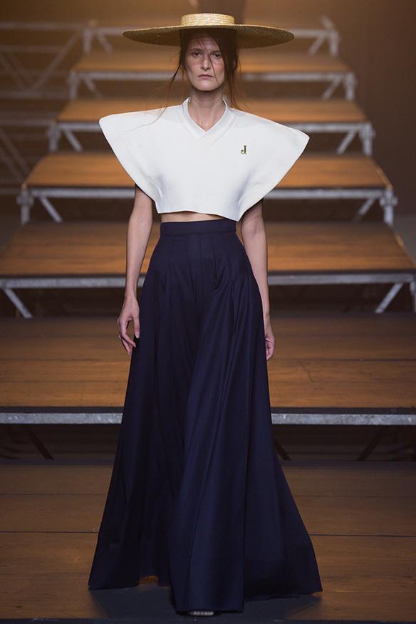 15-colgadas-de-una-percha-jacquemus-ss-17-pv-2017-paris-fashion-week-pfw-8