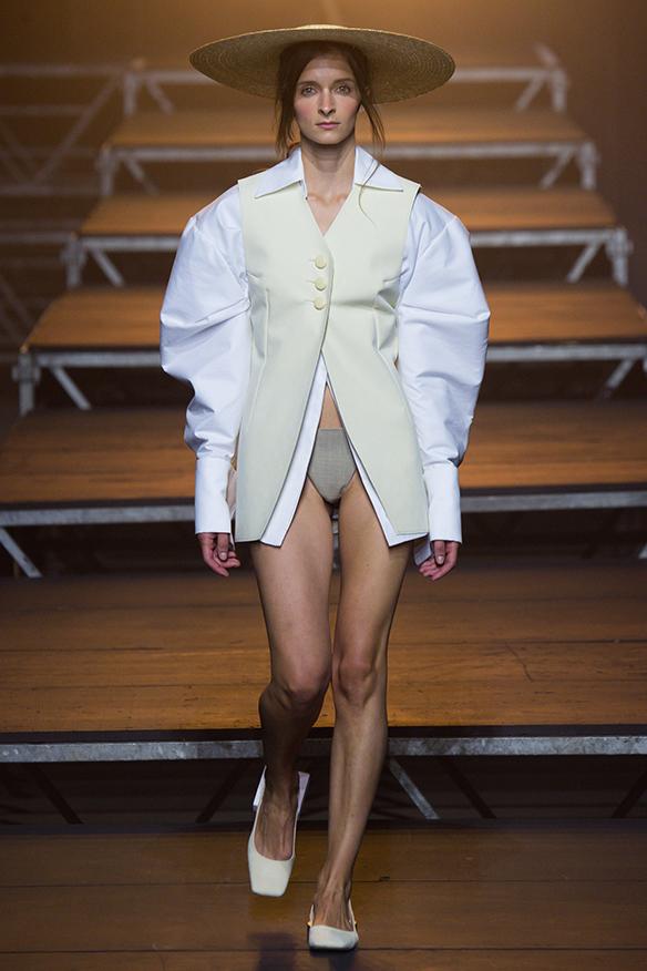 15-colgadas-de-una-percha-jacquemus-ss-17-pv-2017-paris-fashion-week-pfw-9