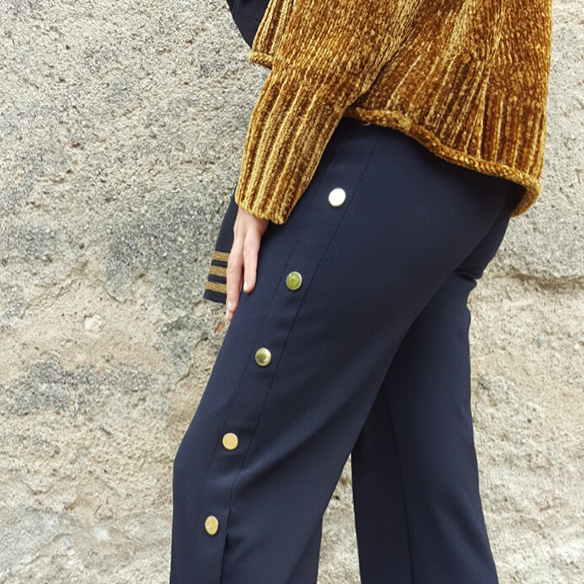 15-colgadas-de-una-percha-alicia-alvarez-abrigo-militar-chaqueta-military-coat-mostaza-mustard-pantalones-botones-buttoned-pants-6