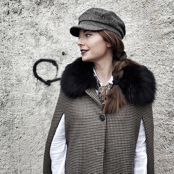 15-colgadas-de-una-percha-alicia-alvarez-garcon-garconne-capa-cape-vintage-palazzo-pants-boina-beret-tweed-3