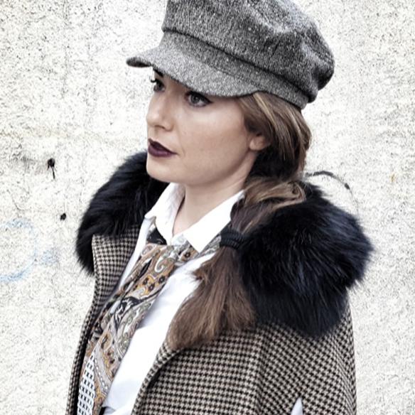 15-colgadas-de-una-percha-alicia-alvarez-garcon-garconne-capa-cape-vintage-palazzo-pants-boina-beret-tweed-4