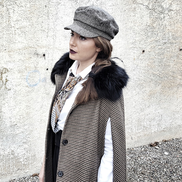 15-colgadas-de-una-percha-alicia-alvarez-garcon-garconne-capa-cape-vintage-palazzo-pants-boina-beret-tweed-7