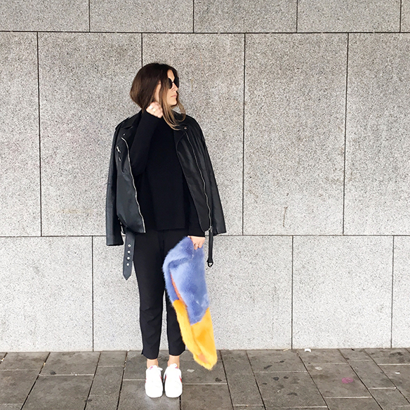 15-colgadas-de-una-percha-anna-duarte-estola-de-pelo-fur-stole-chaqueta-perfecto-jacket-total-black-1