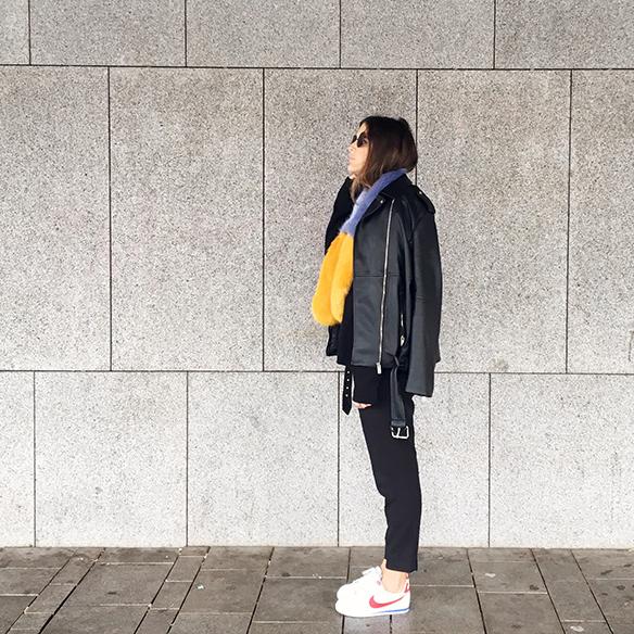 15-colgadas-de-una-percha-anna-duarte-estola-de-pelo-fur-stole-chaqueta-perfecto-jacket-total-black-10