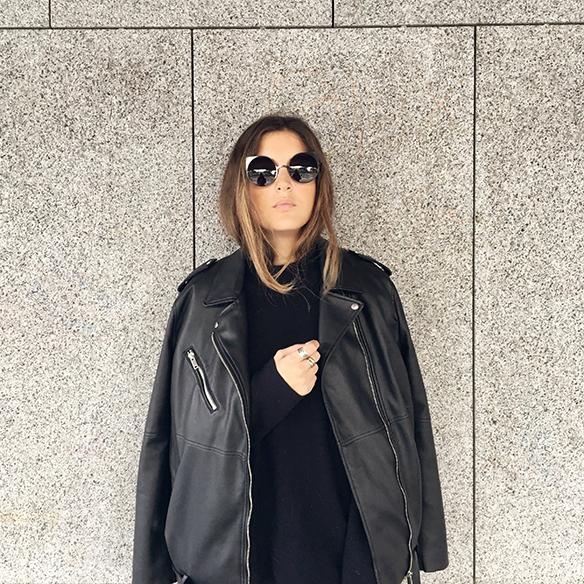 15-colgadas-de-una-percha-anna-duarte-estola-de-pelo-fur-stole-chaqueta-perfecto-jacket-total-black-2