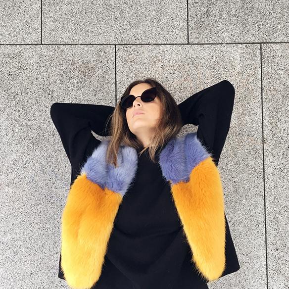 15-colgadas-de-una-percha-anna-duarte-estola-de-pelo-fur-stole-chaqueta-perfecto-jacket-total-black-5