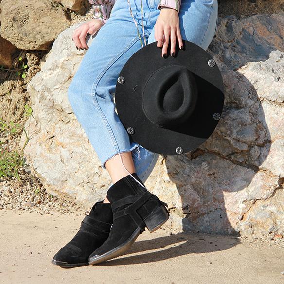 15-colgadas-de-una-percha-blanche-body-jeans-sombrero-hat-booties-botines-8