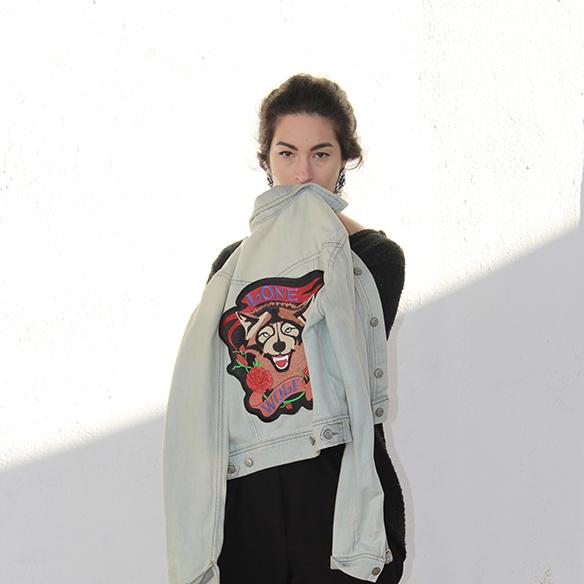 15-colgadas-de-una-percha-blanche-fw-oi-chaqueta-customizada-customized-jacket-total-black-pendientes-earrings-1