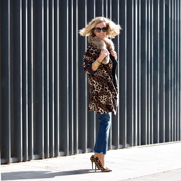 15-colgadas-de-una-percha-maica-jau-abrigo-leopardo-leopard-coat-animal-print-shoes-zapatos-fur-pelos-1