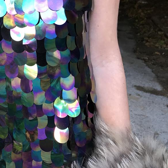 15-colgadas-de-una-percha-alicia-alvarez-vestido-lentejuelas-sequin-dress-fur-coat-abrigo-pelo-5