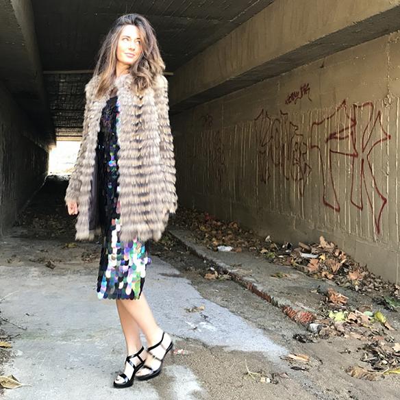 15-colgadas-de-una-percha-alicia-alvarez-vestido-lentejuelas-sequin-dress-fur-coat-abrigo-pelo-6
