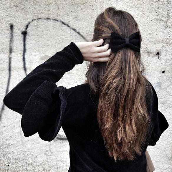 15-colgadas-de-una-percha-alicia-alvarez-volantes-frills-culottes-abrigo-cacoon-coat-estola-stole-pasador-lazo-bow-hairclip-5