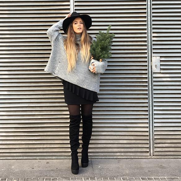 15-colgadas-de-una-percha-anna-duarte-mini-falda-volantes-frill-mini-skirt-botas-legging-boots-jersey-gris-grey-jumper-1