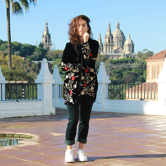 15-colgadas-de-una-percha-blanche-chaqueta-flores-bordadas-terciopelo-camisa-pantalones-velvet-embroidered-flowers-jacket-pants-t-shirt-3