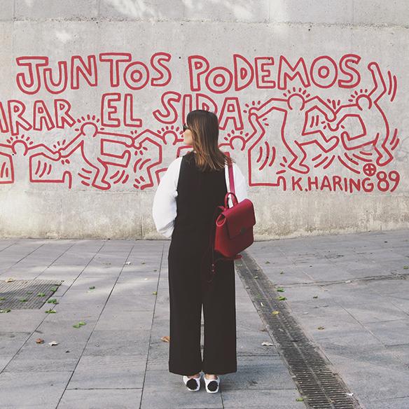 15-colgadas-de-una-percha-carla-kissler-mono-jumpsuit-bambas-panda-sneakers-backpack-mochila-1