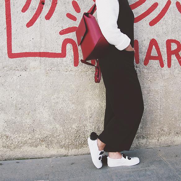 15-colgadas-de-una-percha-carla-kissler-mono-jumpsuit-bambas-panda-sneakers-backpack-mochila-3