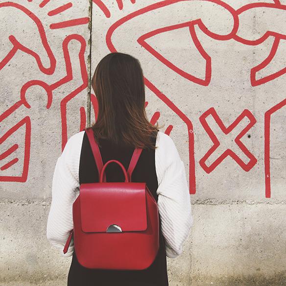 15-colgadas-de-una-percha-carla-kissler-mono-jumpsuit-bambas-panda-sneakers-backpack-mochila-4
