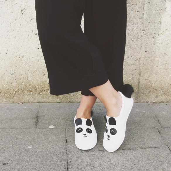 15-colgadas-de-una-percha-carla-kissler-mono-jumpsuit-bambas-panda-sneakers-backpack-mochila-5