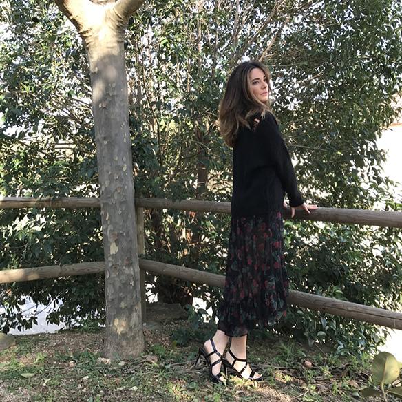 15-colgadas-de-una-percha-alicia-alvarez-vestido-flores-translucido-translucent-floral-dress-jumper-jersey-sandals-sandalias-8