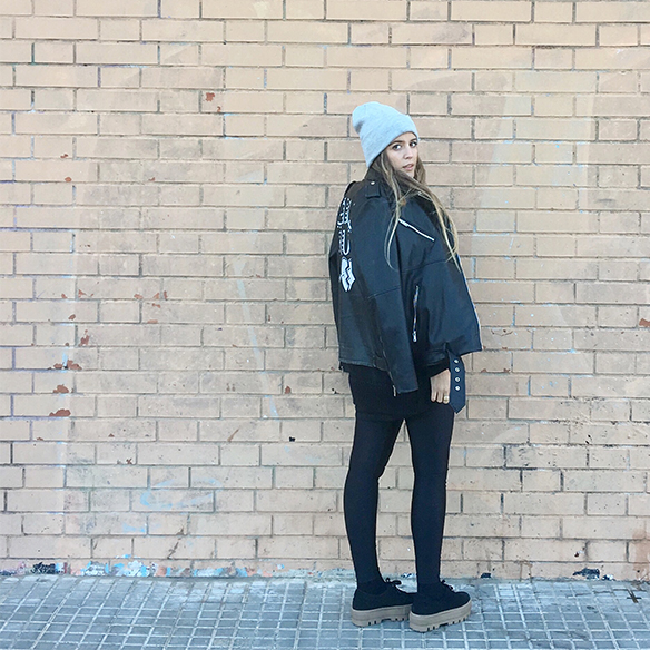 15-colgadas-de-una-percha-anna-duarte-chaqueta-perfecto-jacket-cuero-leather-gorro-beanie-bolso-dibujos-drawing-handbag-10