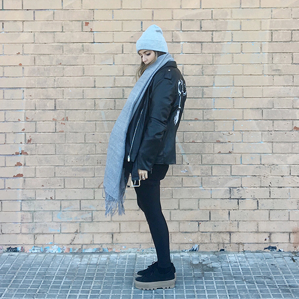 15-colgadas-de-una-percha-anna-duarte-chaqueta-perfecto-jacket-cuero-leather-gorro-beanie-bolso-dibujos-drawing-handbag-2