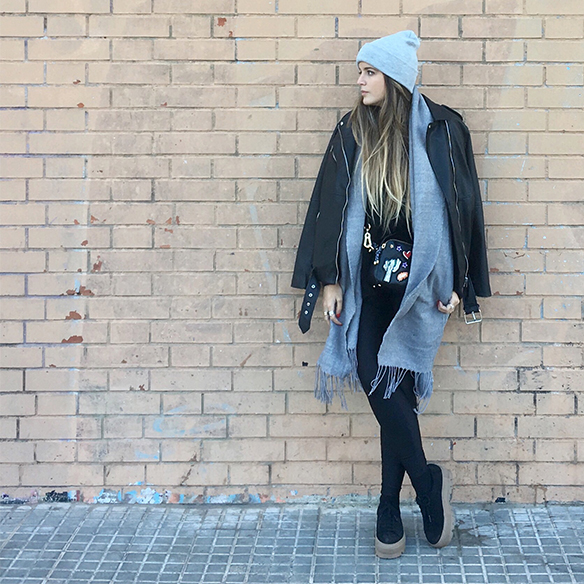 15-colgadas-de-una-percha-anna-duarte-chaqueta-perfecto-jacket-cuero-leather-gorro-beanie-bolso-dibujos-drawing-handbag-5