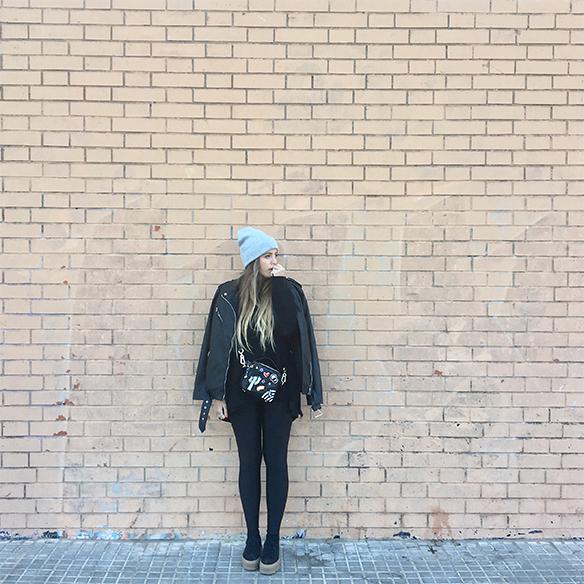15-colgadas-de-una-percha-anna-duarte-chaqueta-perfecto-jacket-cuero-leather-gorro-beanie-bolso-dibujos-drawing-handbag-6