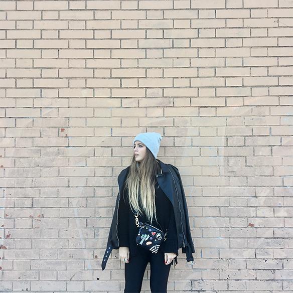 15-colgadas-de-una-percha-anna-duarte-chaqueta-perfecto-jacket-cuero-leather-gorro-beanie-bolso-dibujos-drawing-handbag-7